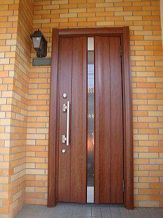 明かりとりのあるがん間ドア