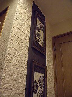 斜め上からの照明で壁の質感が良く分かります