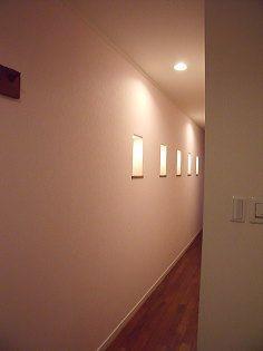 ダウンライトの照明で、廊下全体が明るくなりました。