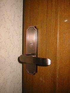 新しくなった室内ドアのドアノブ
