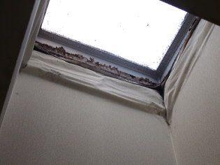 天窓の周りは、木部が腐食しています