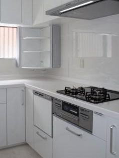 L型キッチン 背面にも収納庫